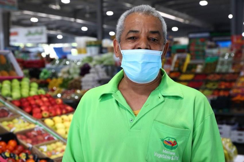 حمدي صديق محمد أقدم بائعي السوق