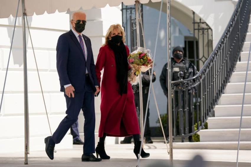 جو بايدن وزوجته جيل بايدن - رويترز.