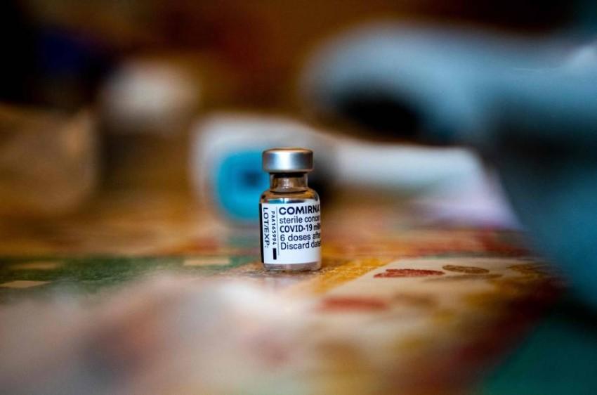 اللقاحات وسيلة جديدة للمساومة بين الدول. (أ ف ب)