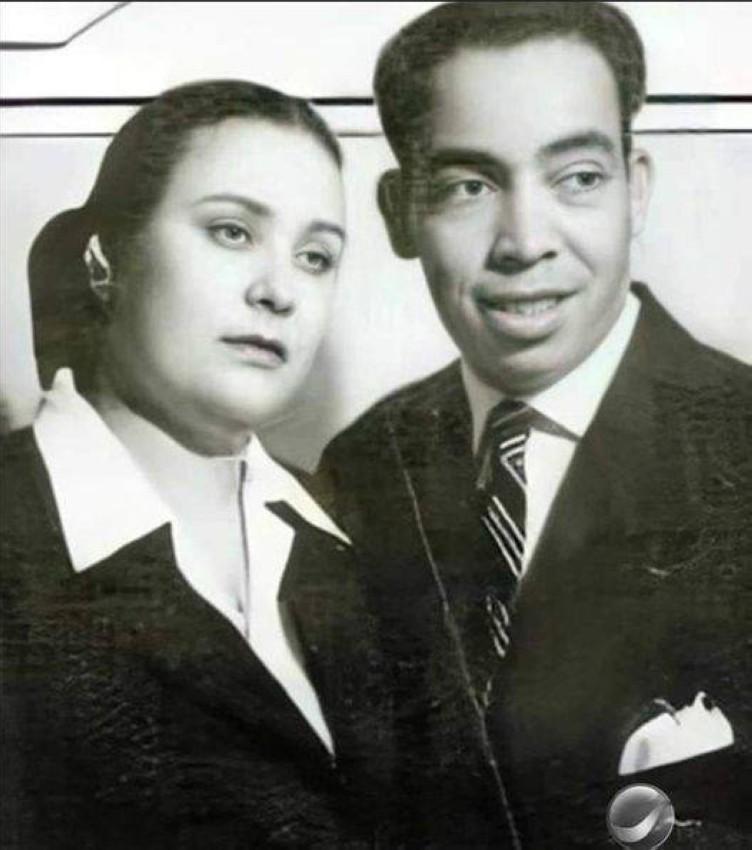 إسماعيل ياسين مع زوجته