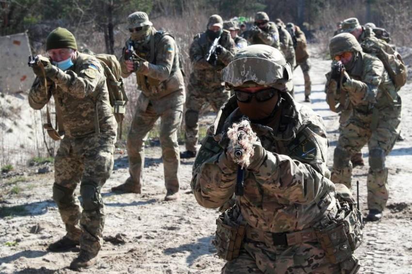 تدريبات عسكرية للقوات الأوكرانية. (رويترز)
