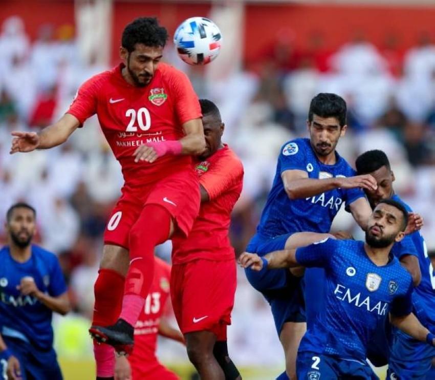 من مباراة سابقة بين شباب الأهلي والهلال السعودي. (أرشيفية)