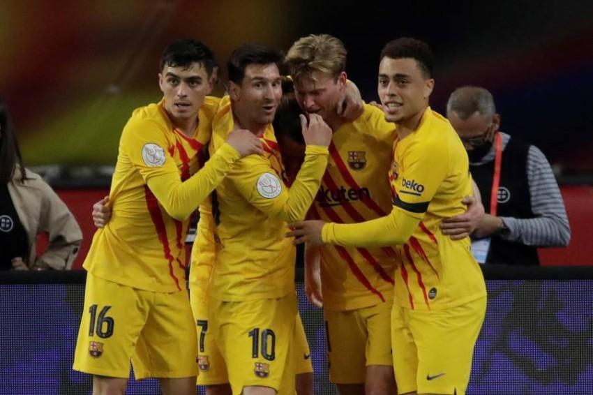 فرحة لاعبي برشلونة. (إ ب أ)