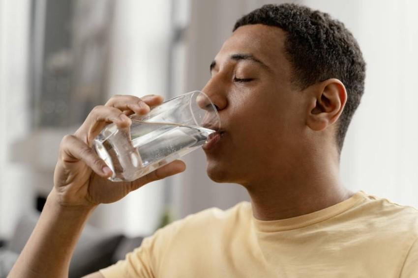 شرب الماء والسوائل