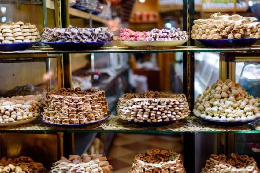 أطباق حلويات مغربية