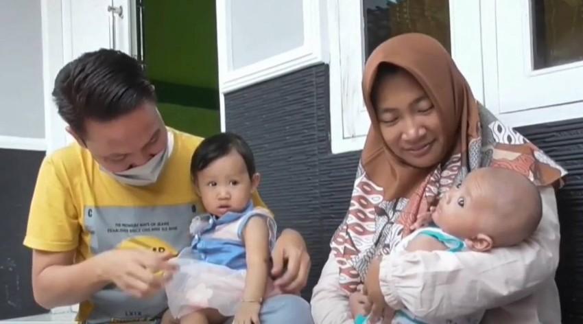 إندونيسي يثير مواقع التواصل بالبلاد بعد إطلاق اسم مكان عمله على مولوده الجديد