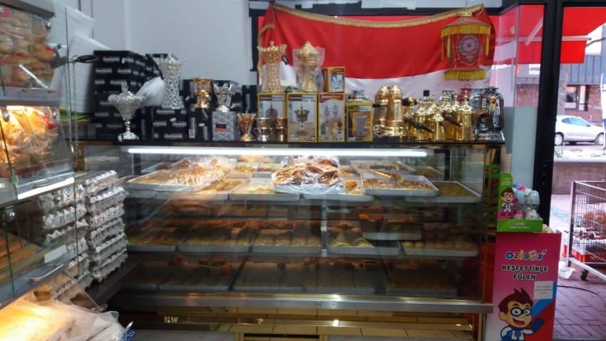 المتجر المصري يبيع الفوانيس والحلويات الشرقية استعداداً لرمضان