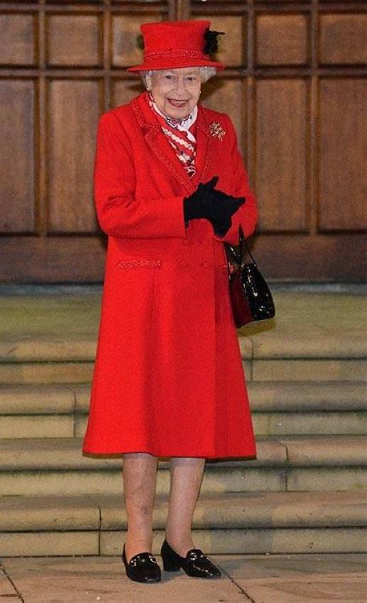 إطلالة الملكة الاحتفالية لنهاية العام 2020
