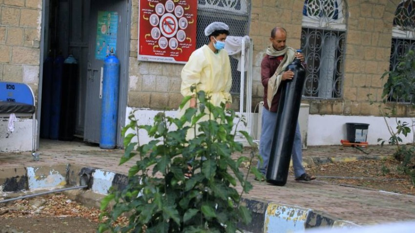 مصابو كورونا في تعز مهددون بالموت بسبب نقص الأوكسجين. (تصوير: خليل المجيدي)
