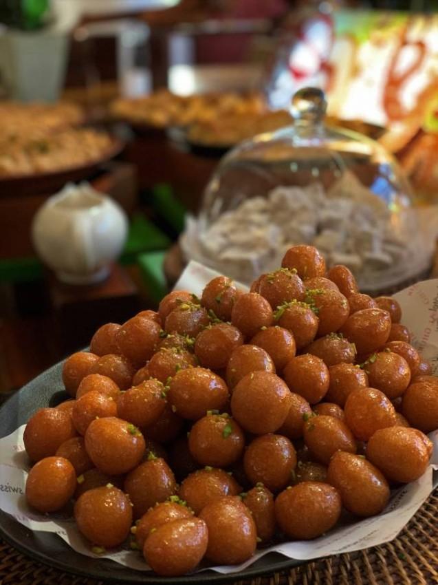 الحلويات في مطعم ليوان بفندق سويس الغرير