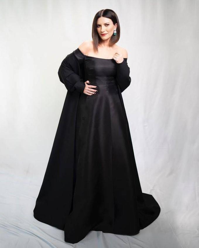 Laura Pausini بفستان من فالنتينو.