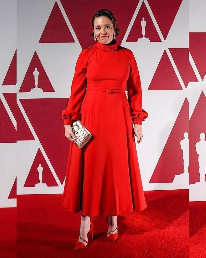 Olivia Colman بفستان من ديور.