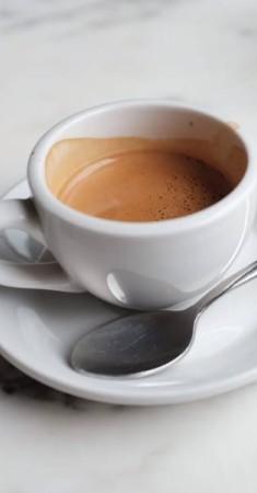 حاول استبدال القهوة العاديو بمنزوعة الكافيين