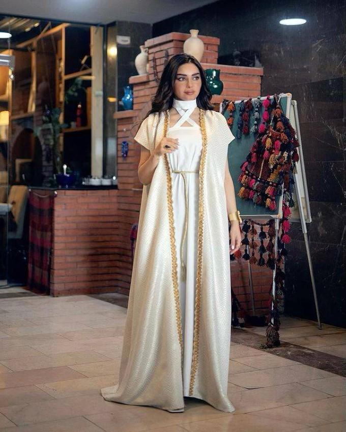 هيفاء حسوني بعباية رمضانية مفتوحة