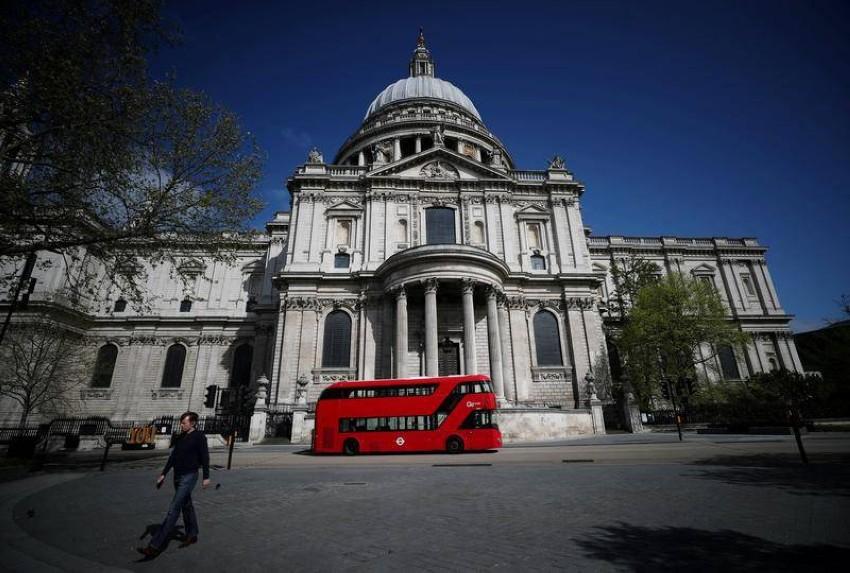 كاتدرائية سانت بول في لندن. (رويترز)