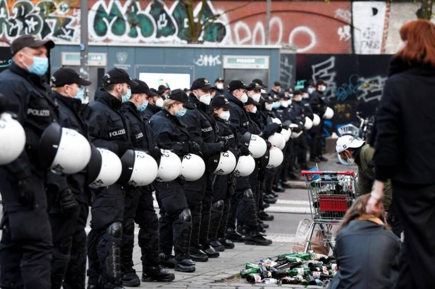 قوات مكافحة الشغب تستعد للتظاهرات الحاشدة في مدينة هامبورغ الألمانية. (رويترز)