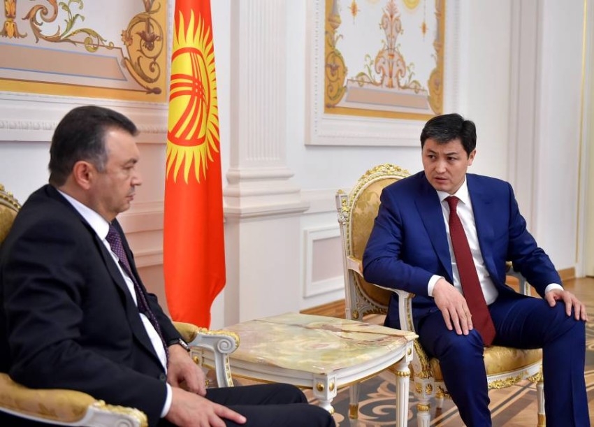 رئيسا وزراء طاجكستان وقرغيزستان. (إي بي أيه)