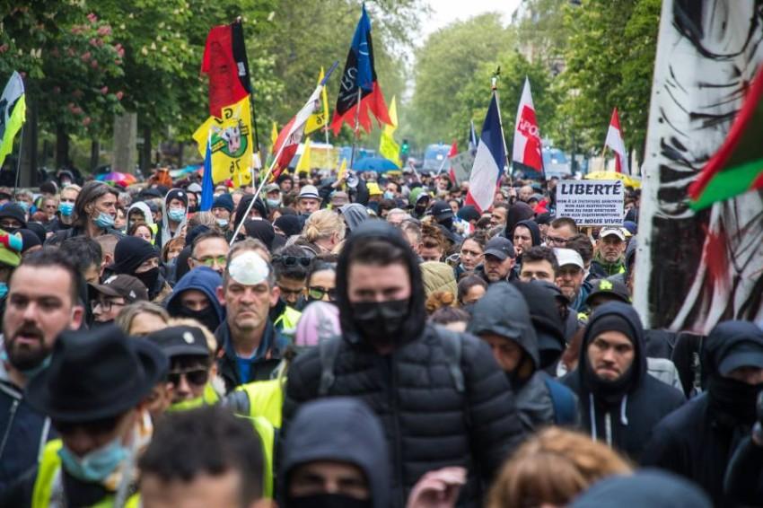 مسيرة في طريقها للانضمام إلى تجمع حاشد في باريس. (إي بي أيه)