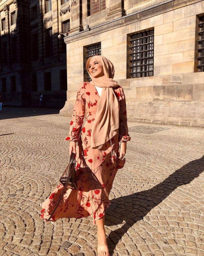 الفساتين المُزينة بالورود من Edi Medii