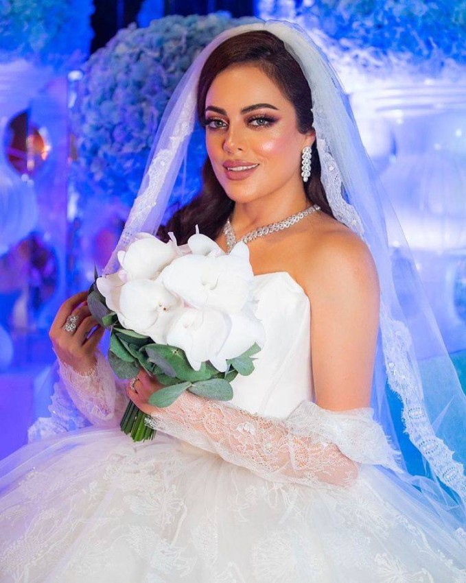 فستان صمود المؤمن من مسلسل أمينة حاف