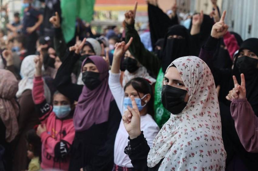 مظاهرة في مخيم جباليا في غزة ضد قرار تأجيل الانتخابات. (أ ف ب)