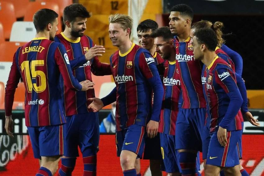 فرحة لاعبي برشلونة. (أ ف ب)
