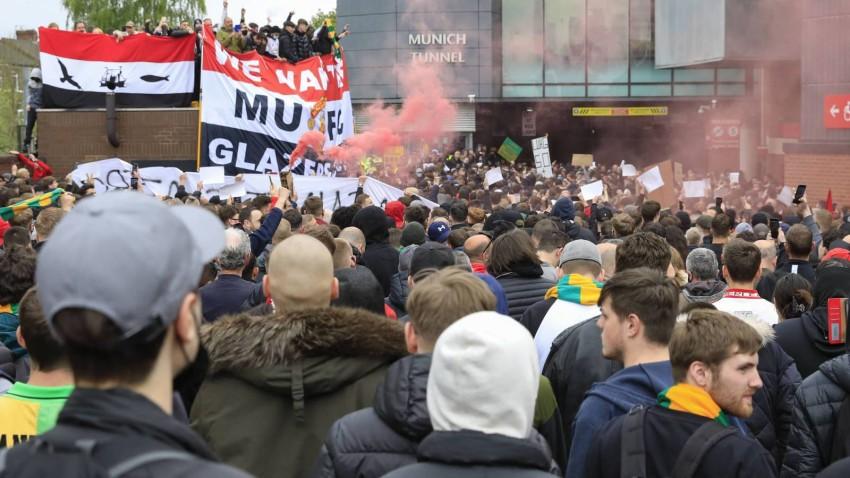غضب جماهير مانشستر يونايتد (صحيفة ميرور البريطانية)
