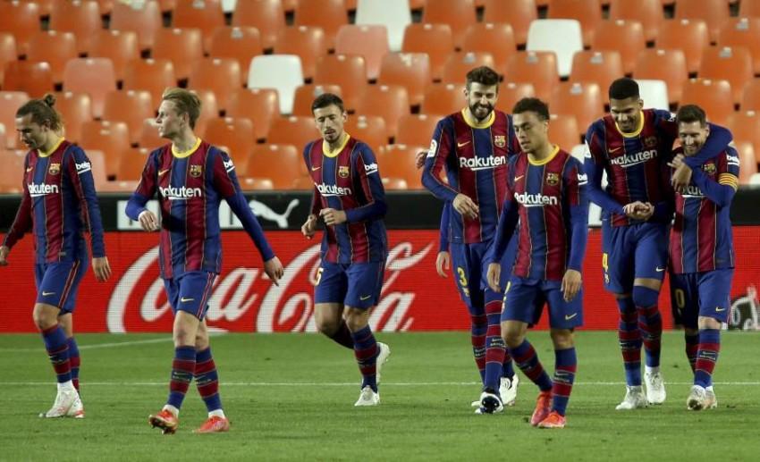 ميسي ولاعبو برشلونة. (أ ب)