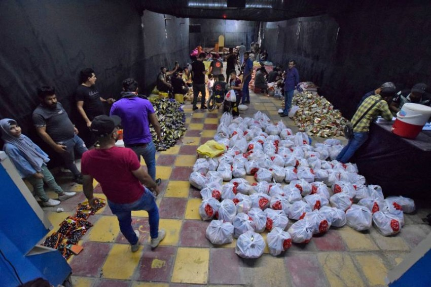تجهيز وجبات رمضان في العراق.(أ ف ب)