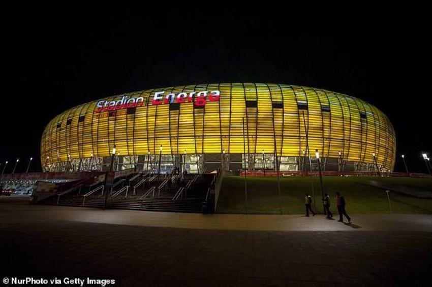 ملعب جدانسك سيستضيف نهائي الدوري الأوروبي بحضور جماهيري. (ديلي ميل)