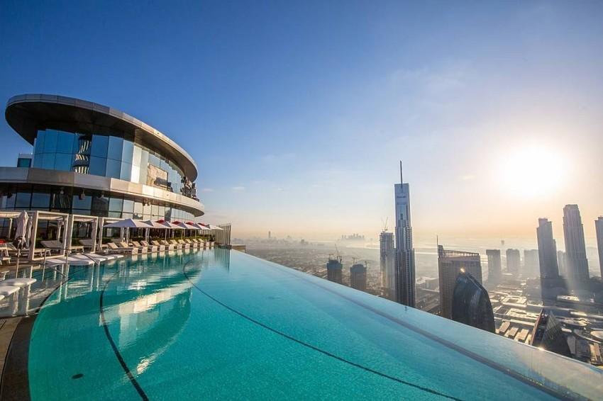 المسبح المرتفع في The Address Sky View