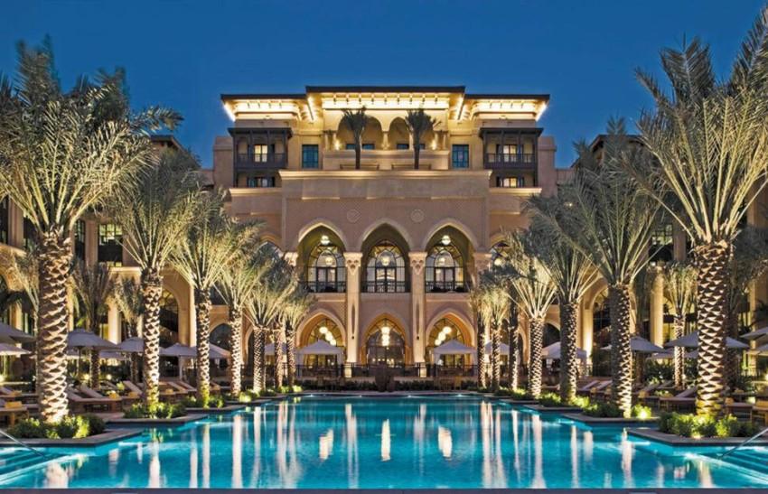 The Palace Downtown مسبح فندق القصر