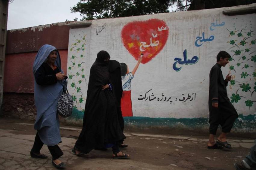 مخاوف على حقوق المرأة الأفغانية رغم الصلح والسلام. (إي بي أيه)