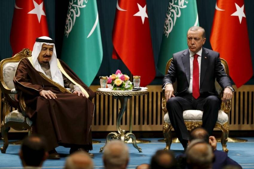 العاهل السعودي يتلقى اتصالاً هاتفياً من الرئيس التركي - رويترز.