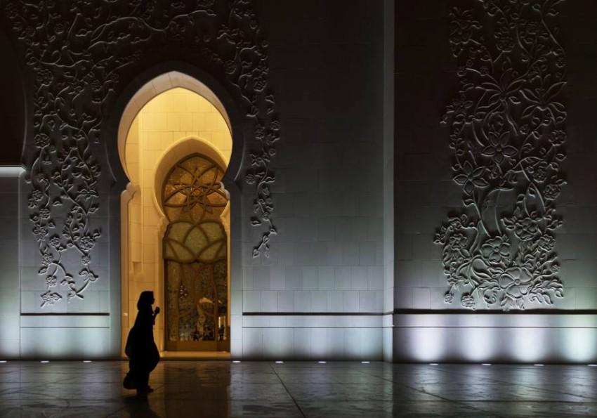 مسجد الشيخ زايد الكبير في أبوظبي في العشر الأواخر (تصوير: محمد بدرالدين)