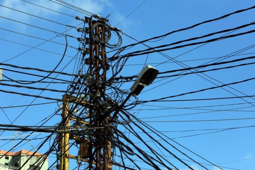 القرض الطارئ لحل أزمة الكهرباء لم يحصل حتى الآن على مةافقة لجنة تراجعه. (رويترز)