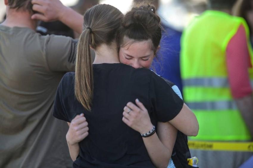تقول السلطات إنها تحقق في الدافع وراء الهجوم وكيفية حصول الفتاة على السلاح.