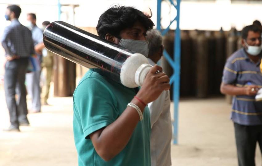 موجة كورونا الجديدة تهدد التعافي الاقتصادي في الهند.