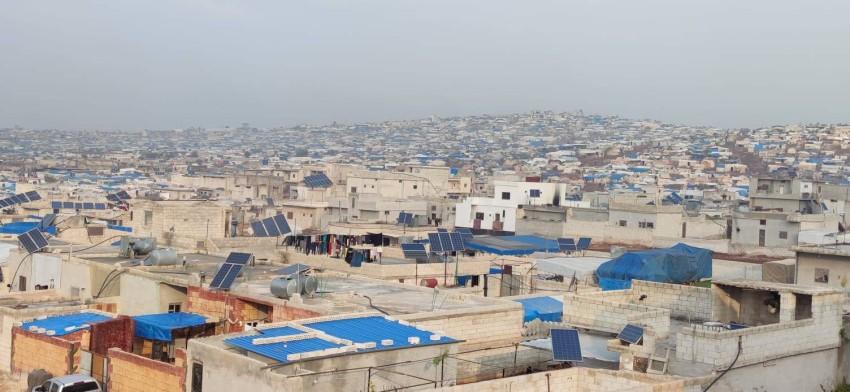 صورة عامة لتجمع مخيمات في منطقة أطمة شمال إدلب