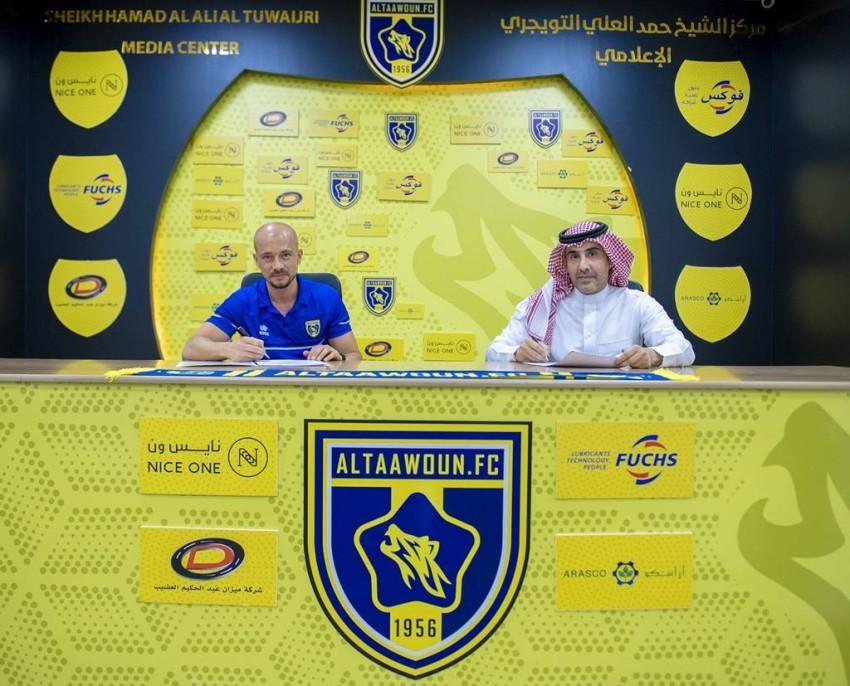 التعاون السعودي يمدد عقد مدربه إل مايسترو. (حساب النادي بتويتر)