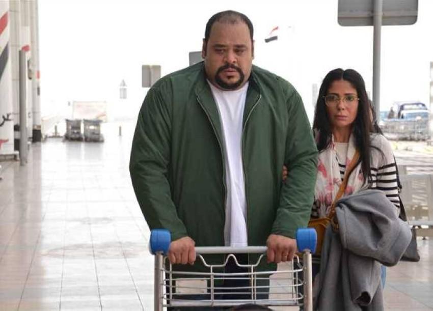 محمد ممدوح ومنى زكي في لقطة من مسلسل لعبة نيوتن