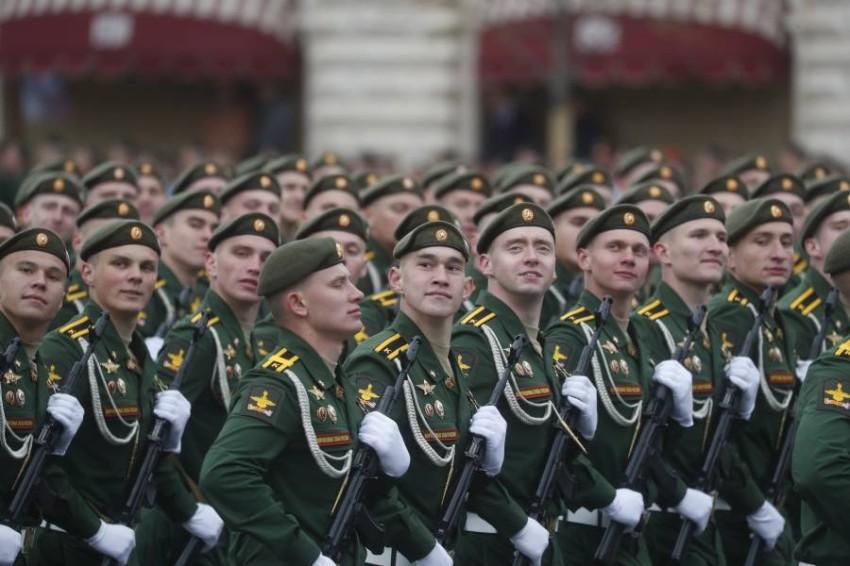 استعراض عسكري في الاحتفال السنوي. (إي بي أيه)