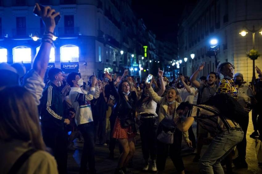 منع الإسبان من الذهاب للقاء عائلاتهم في منطقة أخرى - رويترز.