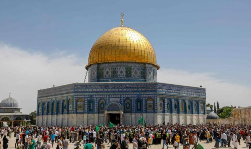 تصاعدت الخلافات في القدس والضفة الغربية المحتلة وتحولت إلى اشتباكات ليلية في حي الشيخ جراح - أ ف ب.