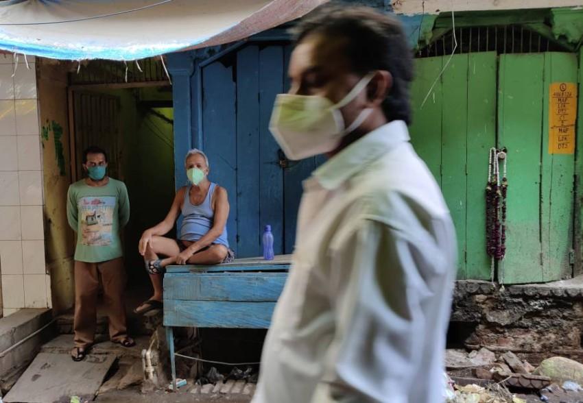 فرضت ولايات عديدة إجراءات عزل عام لكبح انتشار الفيروس - أب.