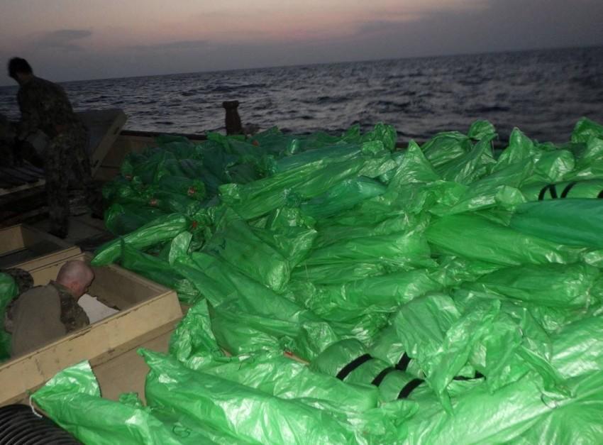 عثر البحارة على ما قرابة 3000 بندقية هجومية صينية - رويترز.