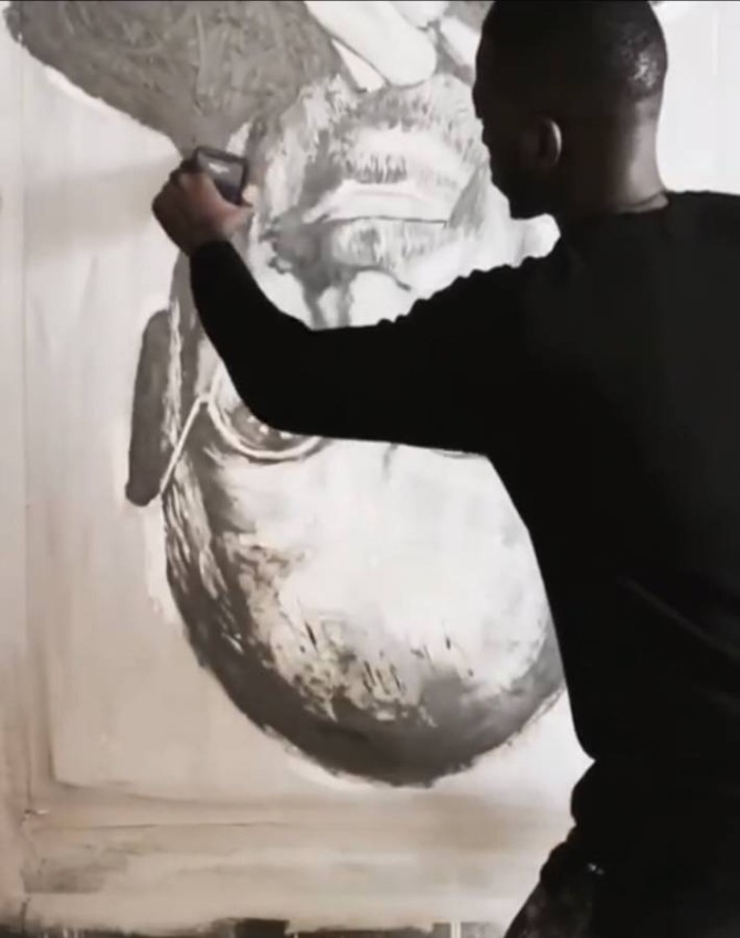 الرسم بالمقلوب أحد إبداعات الفنان السنغالي.