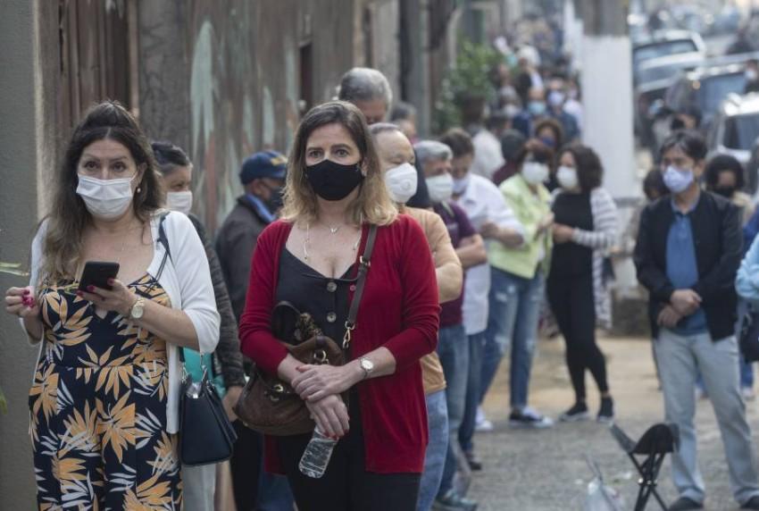 تعد البرازيل من بين أكثر دول العالم تضرراً من هذه الجائحة حيث تجاوزت 400 ألف حالة وفاة - أب.