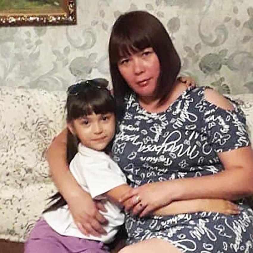إليونا مع ابنتها