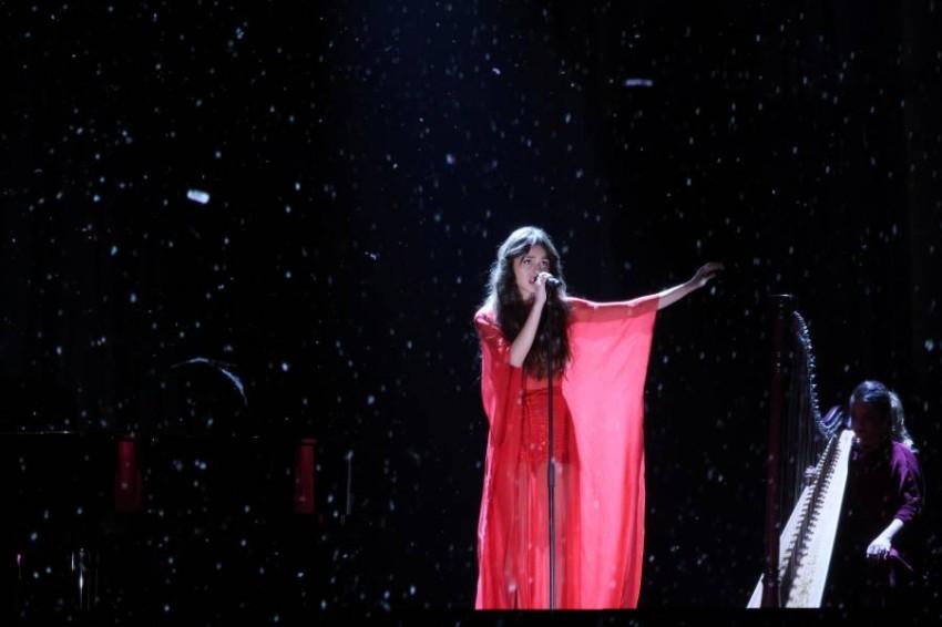 المغنية أوليفيا رودريجو تقدم عرضًا في حفل توزيع الجوائز